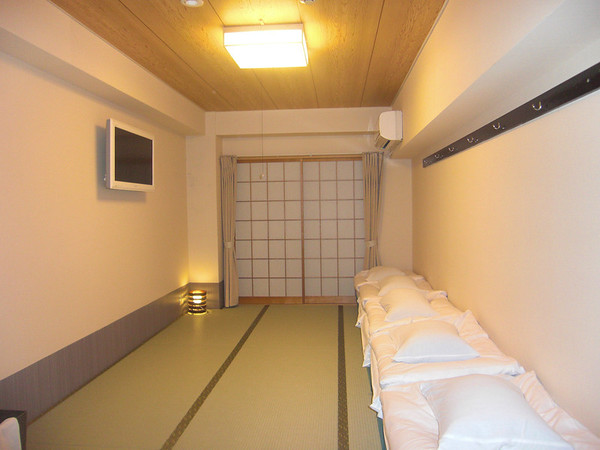 Budget Inn room