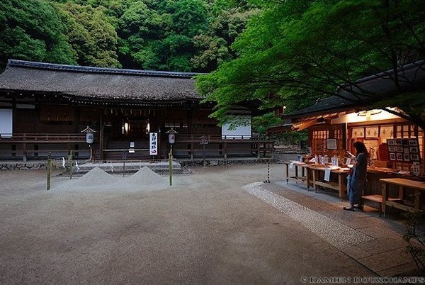 Ujigami-jinja Shrine image copyright Damien Douxchamps