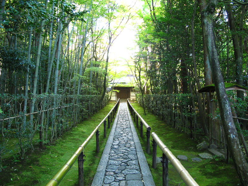 The beautiful entrance path to Koto-in