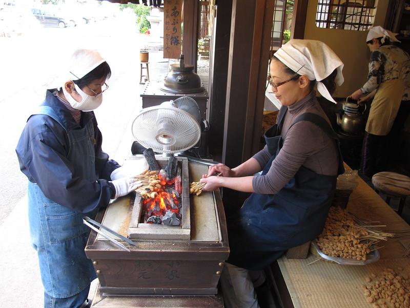 Preparing the mochi