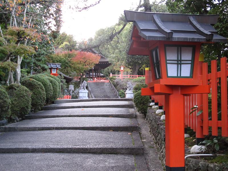 Entering Kenkun-jinja