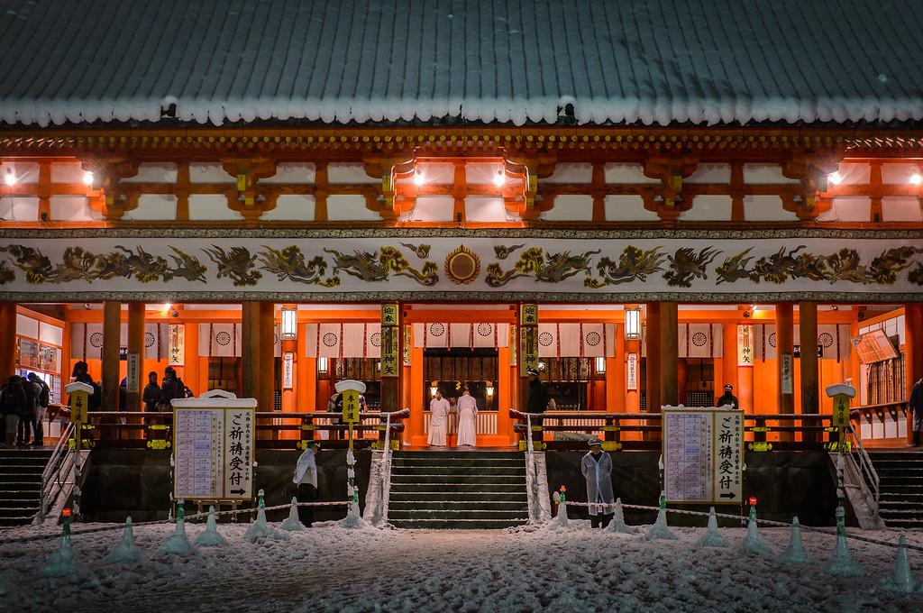 Main Hall at Heian-jingu Shrine in snow image copyright Jeffrey Friedl