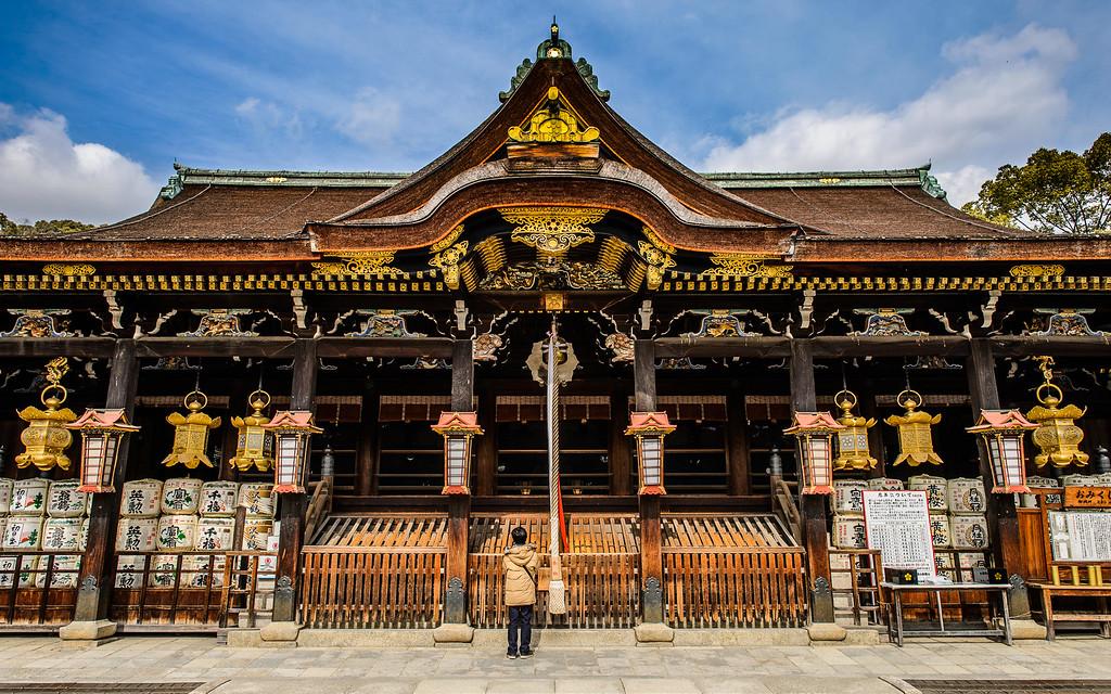 Main hall of Kitano Tenman-gu Shrine image copyright Jeffrey Friedl