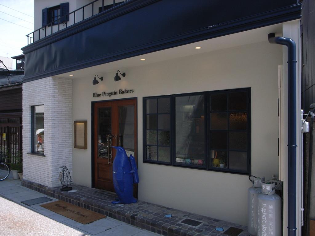 Blue Penguin Bakers, Central Takayama